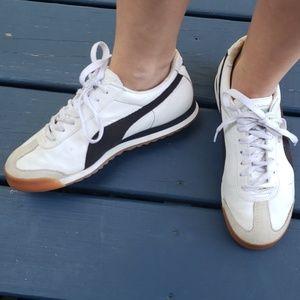 Puma Roma Sz 8.5 white w/black laceup sneakers